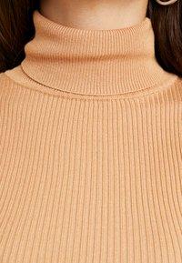Missguided Petite - ROLL NECK BODY - Top sdlouhým rukávem - camel - 5