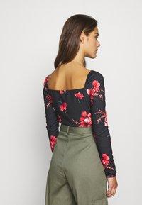 Missguided Petite - SPOT FLORAL PRINT - T-shirt à manches longues - black/red/pink - 2