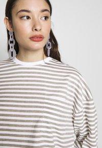 Missguided Petite - STRIPE DROP SHOULDER LONG SLEEVE - T-shirt à manches longues - green/white - 4