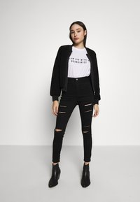 Missguided Petite - EXCLUSIVE DREAM BIG WITH NO BOUNDERIES - T-shirt print - white - 1