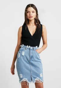 Missguided Petite - WRAP PLUNGE SLEEVELESS BODYSUIT - Topper - black - 0