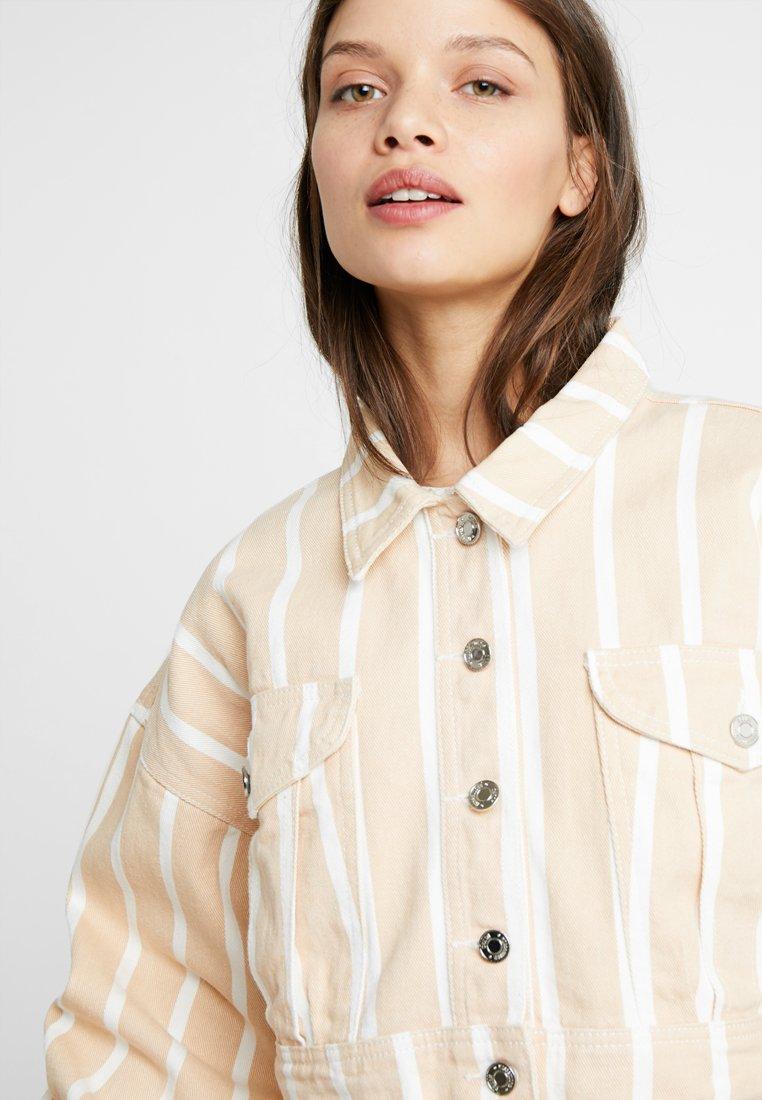 Missguided Petite STRIPE CROPPEDJACKET- Veste en jean blush