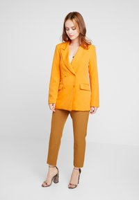Missguided Petite - BUTTON DETAIL DOUBLE BREASTED - Blazere - orange - 1