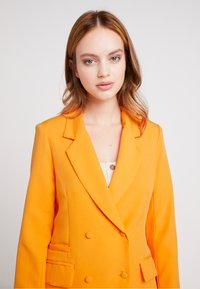 Missguided Petite - BUTTON DETAIL DOUBLE BREASTED - Blazere - orange - 2