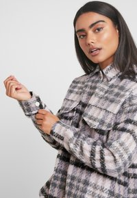 Missguided Petite - BRUSHED CHECK TRUCKER JACKET - Tunn jacka - purple - 4