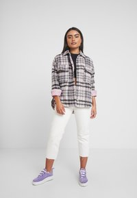 Missguided Petite - BRUSHED CHECK TRUCKER JACKET - Tunn jacka - purple - 1