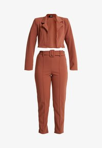 Missguided Petite - CROPPED SELF BELTED CIGARETTE TROUSER SET - Blazer - terracotta - 5