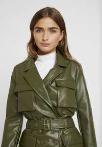 Missguided Petite - Faux leather jacket - green - 3