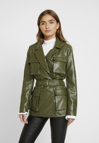 Missguided Petite - Faux leather jacket - green - 0