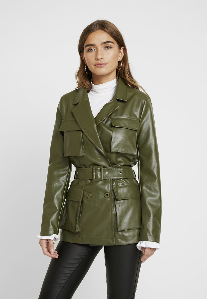 Missguided Petite - Faux leather jacket - green