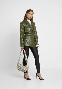 Missguided Petite - Faux leather jacket - green - 1