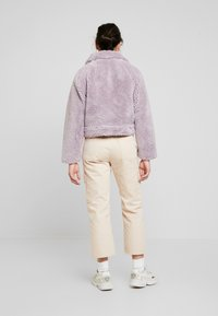 Missguided Petite - BORG CONTRAST BUTTON TRUCKER - Winterjas - lilac - 2