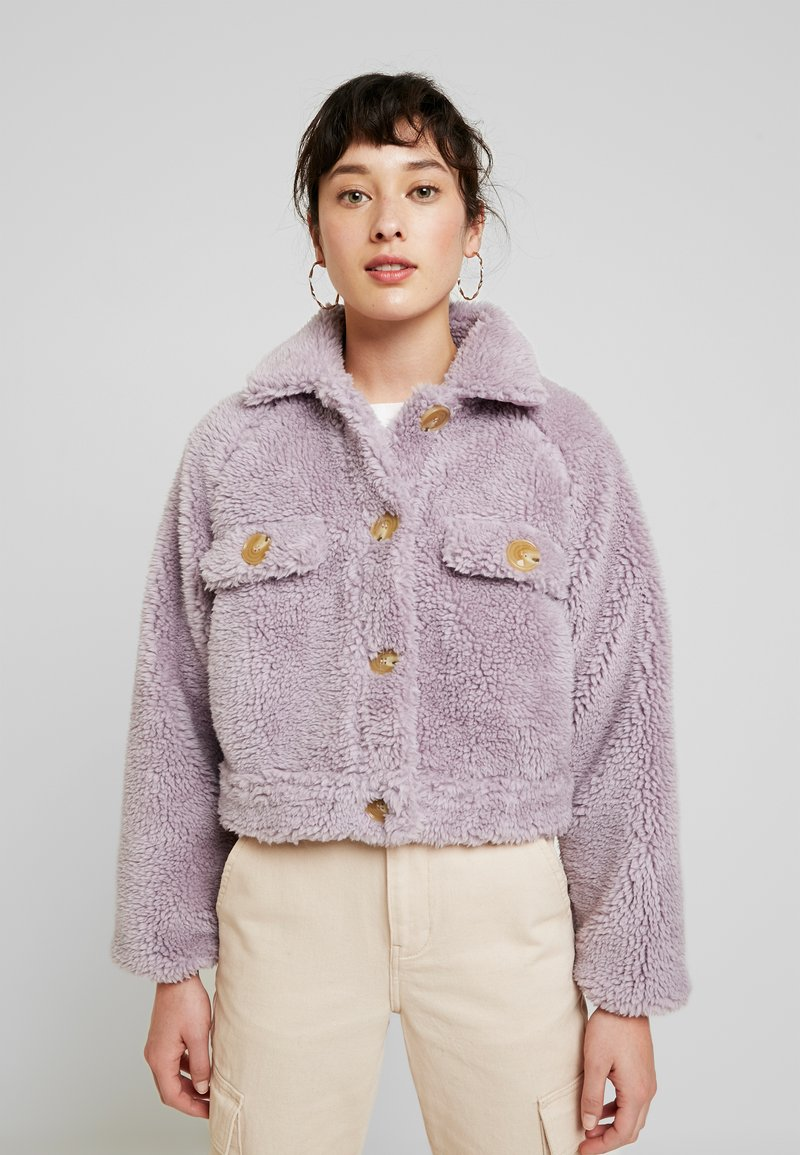 Missguided Petite - BORG CONTRAST BUTTON TRUCKER - Winterjas - lilac