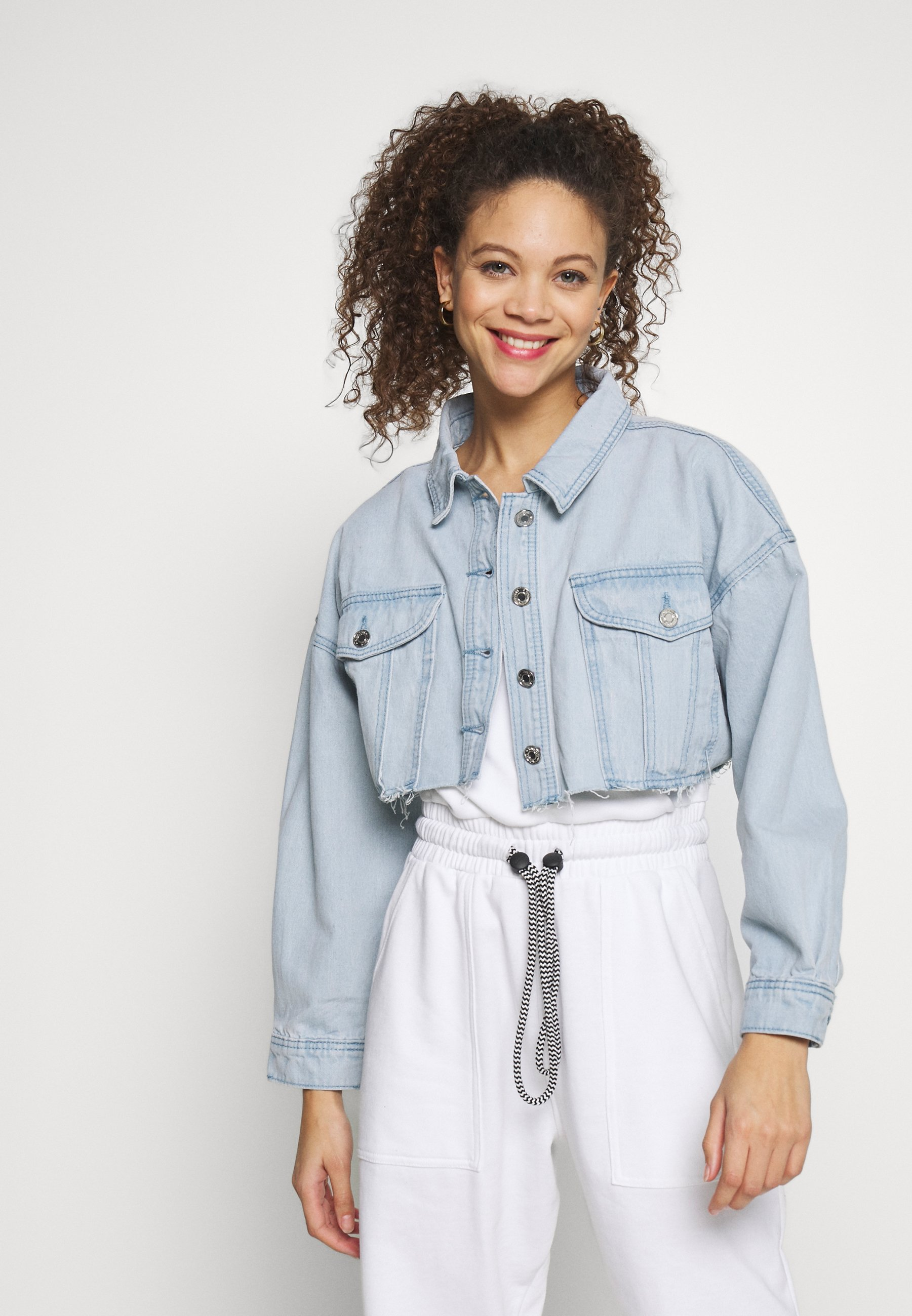 Missguided Petite CROPPED RAW HEM OVERSIZED JACKET - Kurtka jeansowa - light blue