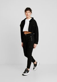 Missguided Petite - CROPPED RAW JACKET - Giacca di jeans - black - 1