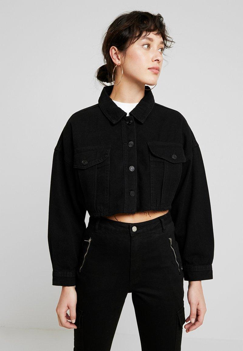 Missguided Petite - CROPPED RAW JACKET - Veste en jean - black