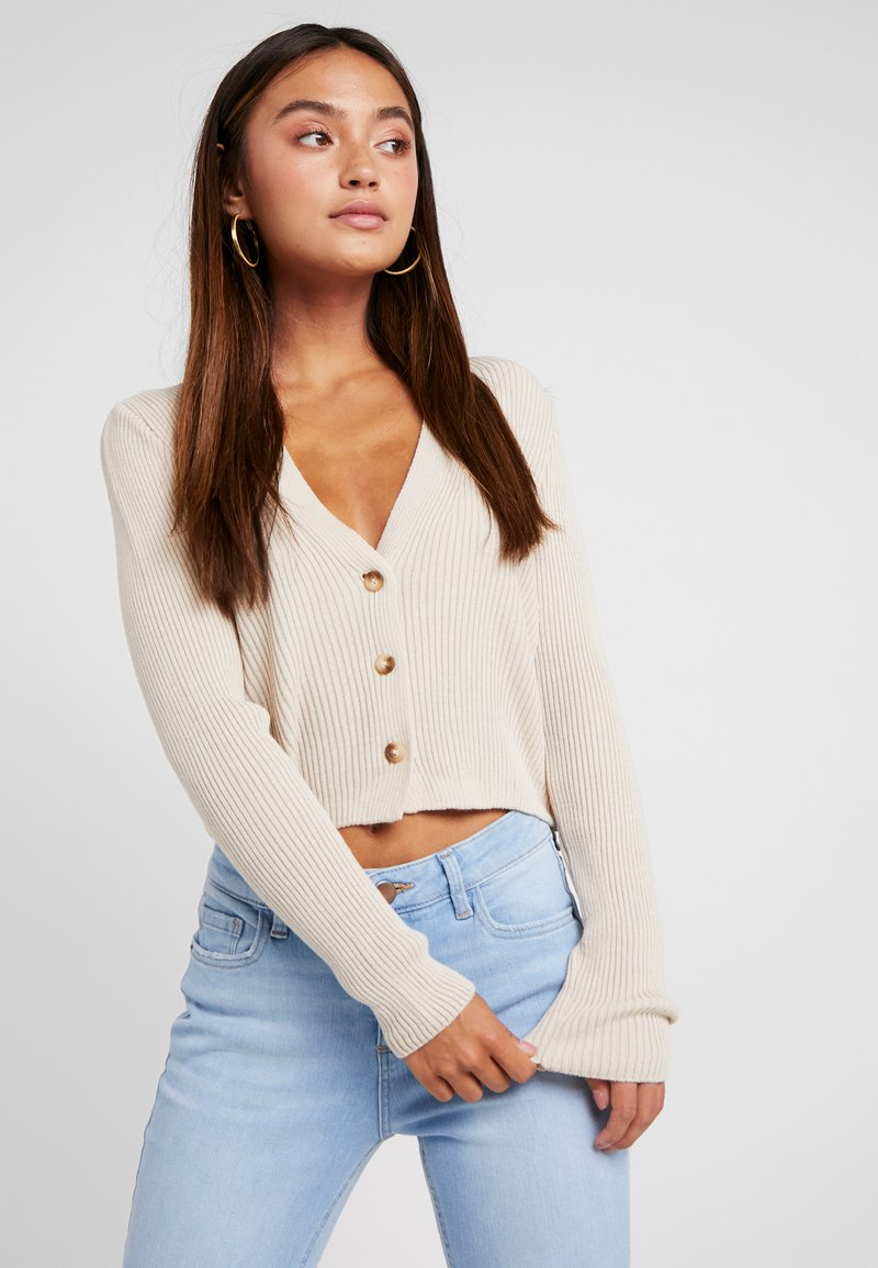 Missguided Petite - SKINNY CROPPED CARDIGAN - Cardigan - beige