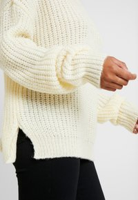 Missguided Petite - ROLL NECK JUMPER - Strickpullover - white - 4