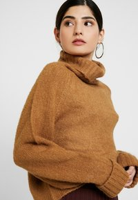 Missguided Petite - ROLL NECK BATWING JUMPER - Jumper - camel - 3