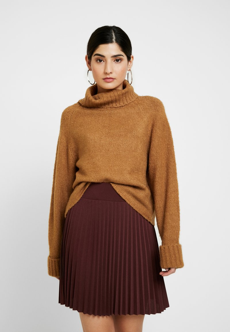 Missguided Petite - ROLL NECK BATWING JUMPER - Jumper - camel