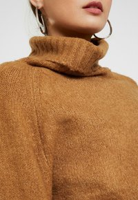 Missguided Petite - ROLL NECK BATWING JUMPER - Jumper - camel - 5