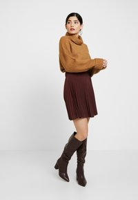 Missguided Petite - ROLL NECK BATWING JUMPER - Jumper - camel - 1