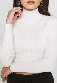 Missguided Petite - BASIC HIGH NECK CROP  - Jersey de punto - white - 5