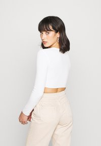Missguided Petite - BUTTON UP TOP - Kardigan - cream - 2