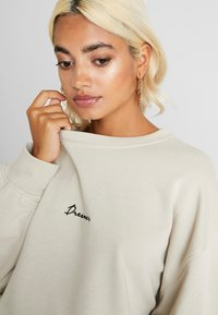 Missguided Petite - DREAMER EMBROIDERED SLOGAN - Sweater - nude - 5