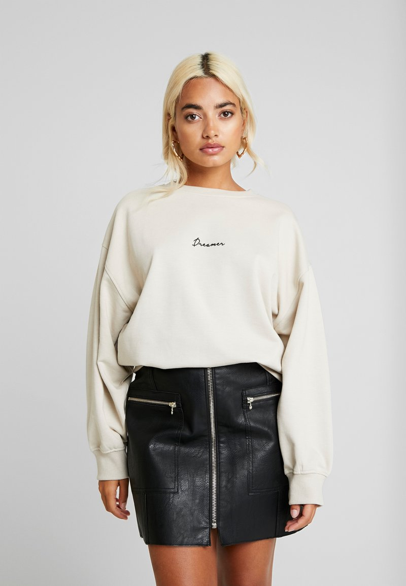 Missguided Petite - DREAMER EMBROIDERED SLOGAN - Sweater - nude