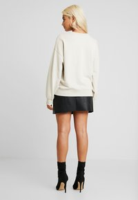 Missguided Petite - DREAMER EMBROIDERED SLOGAN - Sweater - nude - 2