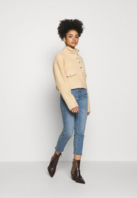 Missguided Petite - BORG POPPER FRONT HIGH NECK - Sweatshirt - sand - 1