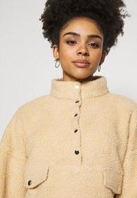Missguided Petite - BORG POPPER FRONT HIGH NECK - Sweatshirt - sand - 3