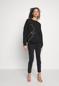 Missguided Petite - EMBROIDERED - Sweater - black - 1