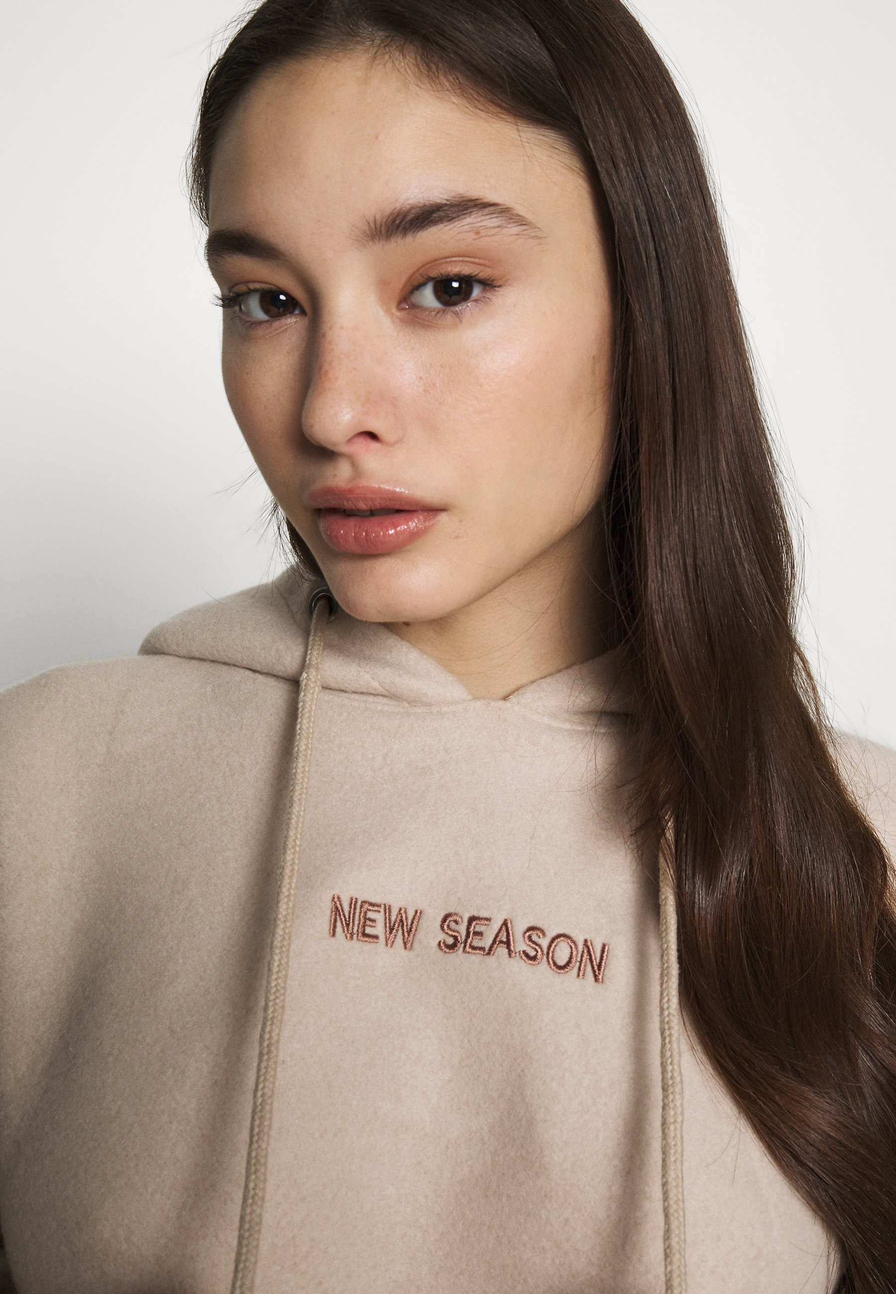 Missguided Petite NEW SEASON CROPPED HOODY - Bluza - stone