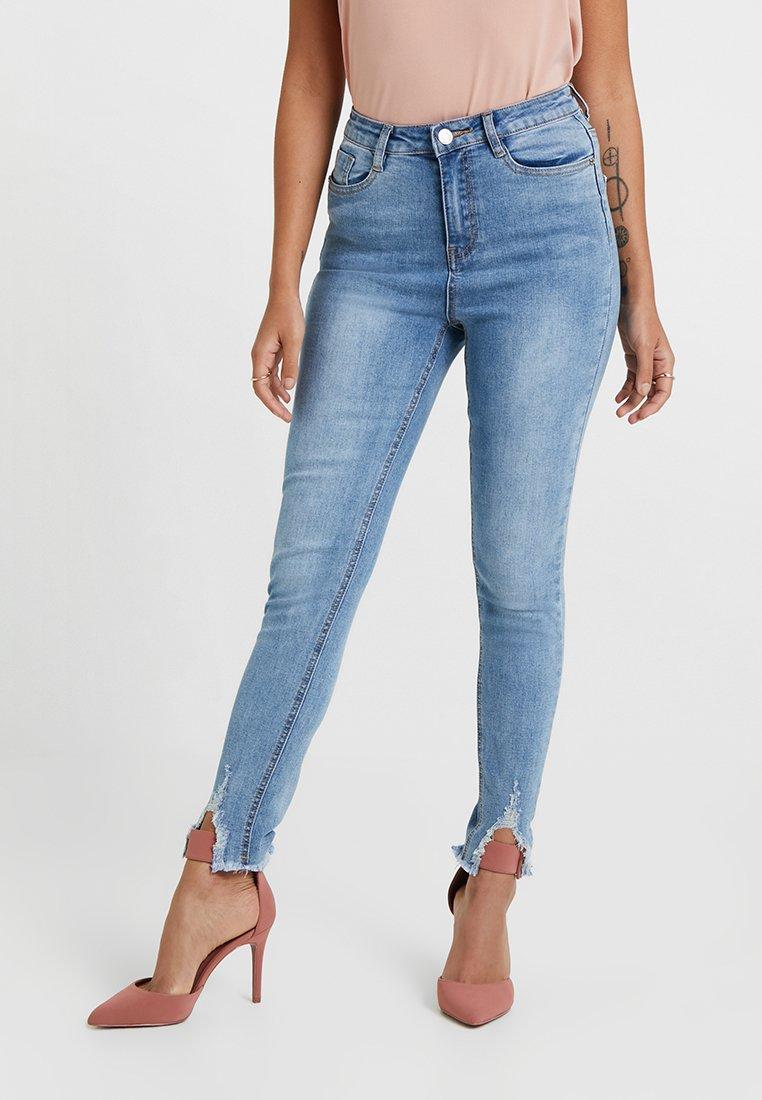 Missguided Petite - SINNER NIBBLE HEM DISTRESS SKINNY - Jeans Skinny Fit - stone wash