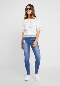 Missguided Petite - SINNER CLEAN DISTRESSED - Jeansy Skinny Fit - blue - 1
