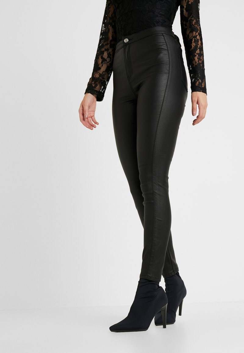 Missguided Petite - VICE HIGH WAISTED COATED - Stoffhose - black