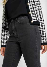 Missguided Petite - SINNER RIP KEY SHOUT - Jeans Skinny Fit - washed black - 3