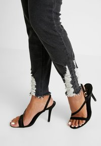 Missguided Petite - SINNER RIP KEY SHOUT - Jeans Skinny Fit - washed black - 6