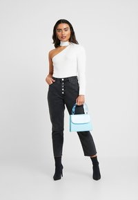 Missguided Petite - WRATH BUTTON FLY - Straight leg jeans - black - 1