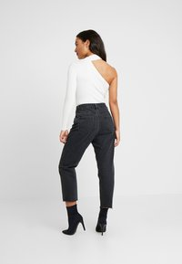 Missguided Petite - WRATH BUTTON FLY - Straight leg jeans - black - 2