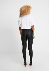 Missguided Petite - VICE HIGHWAISTED COATED ZIP POCKET - Jeans Skinny Fit - black - 3