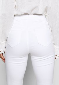 Missguided Petite - VICE HIGH WAISTED SKINNY - Jeans Skinny Fit - white - 4