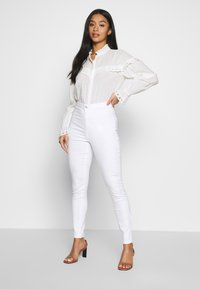 Missguided Petite - VICE HIGH WAISTED SKINNY - Jeans Skinny Fit - white - 1