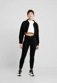 Missguided Petite - SKINNY POCKET CARGO JEAN - Vaqueros pitillo - black - 1