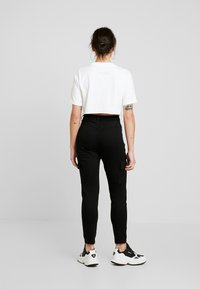 Missguided Petite - SKINNY POCKET CARGO JEAN - Vaqueros pitillo - black - 2