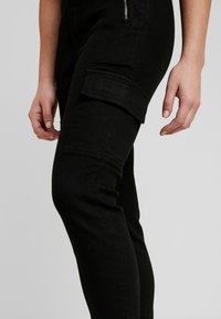 Missguided Petite - SKINNY POCKET CARGO JEAN - Vaqueros pitillo - black - 3