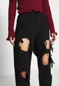 Missguided Petite - RIOT HIGH RISE EXTREME RIPPED MOM JEANS - Jeans Relaxed Fit - black - 4