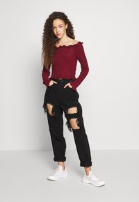 Missguided Petite - RIOT HIGH RISE EXTREME RIPPED MOM JEANS - Jeans Relaxed Fit - black - 1